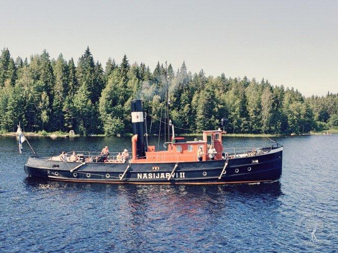 Kesäinen höyrylaiva Näsijärvi II matkalla Pohjaslahdelle