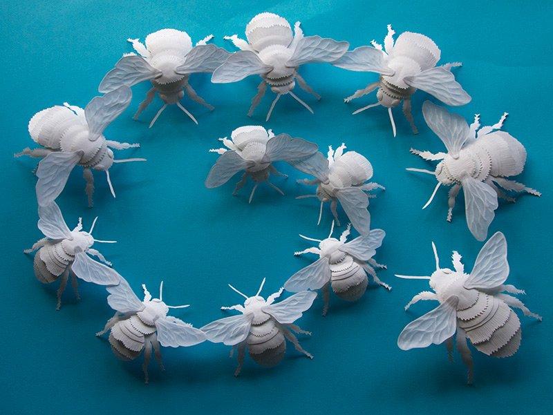 Heidi Vilkmanin paperista leikatut mehiläiset